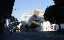 A screen grab of the Tulip Hotel in Cape Town being demolished on 1 March 2015. Picture: Thomas Holder/EWN