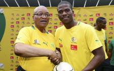 President Jacob Zuma (L) poses with South Africa soccer team captain, Senzo Meyiwa during a visit to the national team at Orlando Stadium in Soweto, South Africa, 15 January 2013. Picture: EPA/Barry Aldworth.
