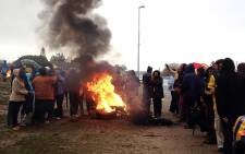Evicted Nomzamo residents burning tyres in Blackheath as they refused to be relocated to a new piece of land where they were expected to build their houses on 9 June 2014. Picture: Renee de Villiers/EWN.