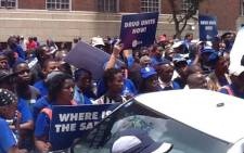 The Democratic Alliance (DA) handed over a memorandum to National Police Commissioner Riah Phiyega on 13 November 2014, demanding she do more to lower South Africa's crime rate. Picture: Mia Lindeque/EWN.