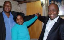 Athalia Lebotsa owner of a newly electrified house in Kwa-Thema extension 3 flanked by MMC Aubrey Nxumalo on the left and Executive Mayor Mondli Gungubele on the right.