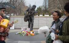 Chuck Berry fans pay tribute to him at his statue on 19 March, 2017 in University City, Missouri. The rock 'n' roll pioneer died on Saturday at the age of 90 at his home in a suburb of St. Louis, Missouri. Picture: AFP.