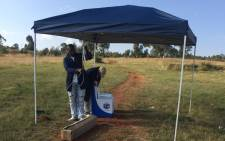 IEC officials set up a voter registration station in Kapok following a protest by residents in the area on 9 April 2016. Picture: Masa Kekana/EWN.