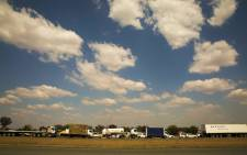 Traffic along the R59 highway outside Sicelo informal settlement in Midvaal. Picture: Thomas Holder/EWN