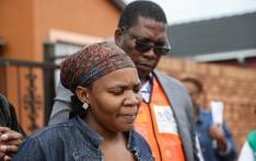 Acting Gauteng Social Development MEC Panyaza Lesufi on 31 March 2020 met with the family of Ellen Mbhele (66) who died outside a Sassa pay point in Pimville, Soweto, on 30 March 2020. Picture: Kayleen Morgan/EWN
