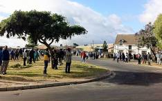 FILE: Farmworkers gather outside a bus depot in Pineview, Grabouw. Picture: EWN