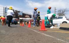 From painting to cleaning around communities, several South Africans are participating in acts of kindness as part of the Global Citizen: Mandela 100 event. Picture: Winnie Theletsane/EWN.