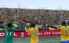 Mamelodi Sundowns players greet fans. Picture: @sundownsfc/Facebook.com.
