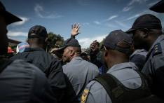 FILE: SAPS members surrounded by the crowd of Alexandra residents on 8 April 2019 as they march to the City of Johannesburg's local municipal offices in Sandton. Picture: Sethembiso Zulu/EWN