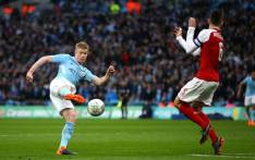 Manchester City's Kevin de Bruyne has a shot a goal. Picture: @Arsenal/Twitter