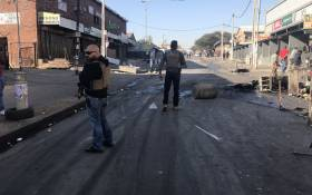 Plainclothes police chase looters in Alexandra, Johannesburg on 3 September 2019. Picture: Bonga Dlulane/EWN