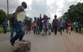 Angry protesters block the main route to Zimbabwe's capital Harare from Epworth township on 14 January 2019. Picture: AFP