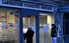 FILE: Patients wait to be tested for the novel coronavirus COVID-19 outside a laboratory in Paris on 22 December 2020. Picture: AFP.