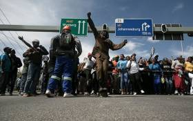 Alexandra community members blocked Grayston Drive in Sandton on 8 April 2019 as they made their way to the Gauteng local municipal offices to meet with Mayor Herman Mashaba. Picture: Sethembiso Zulu/EWN