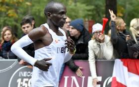 Kenya's Eliud Kipchoge (white jersey) runs during his attempt to bust the mythical two-hour barrier for the marathon on 12 October 2019 in Vienna. He tried in May 2017 to break the two-hour barrier, running on the Monza National Autodrome racing circuit in Italy, failing narrowly in 2hr 00min 25sec. Picture: AFP