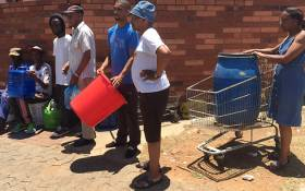 FILE: Coronationville residents, in Gauteng, queue for water. Picture: EWN.