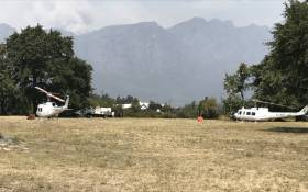 Firefighters have been deployed after a blaze broke out in the Franschhoek Mountains. Picture: Kevin Brandt/EWN.