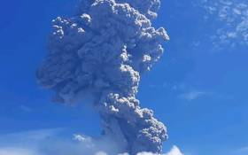 This handout photo taken and released on November 29, 2020 by the Geological Agency of Indonesia shows a volcanic eruption from Mount Ili Lewotolok in Lembata, East Nusa Tenggara spewing ash some 4,000 meters high. Picture: AFP