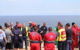 Officials from various rescue services resume the search for missing Heidi Scheepers and her six-year-old daughter at the Voëlklip lookout point outside Herolds Bay. Picture: SAPS