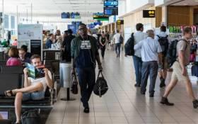 Passengers captured at Cape Town International Airport departures terminal. Image: 123rf.com
