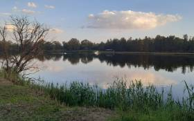 A boat carrying seven people capsized on the Vaal River near Spider Valley on Saturday. Picture: @ER24EMS/Twitter