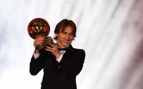 Real Madrid's Croatian midfielder Luka Modric kisses the trophy after receiving the 2018 Fifa Men's Ballon d'Or award for best player of the year during the 2018 Fifa Ballon d'Or award ceremony at the Grand Palais in Paris on 3 December 2018. Picture: AFP.