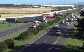 A view of trucks on the N1 Highway in the Western Cape during a protest on 7 July 2020. Picture: @CapeTownFreeway/Twitter.
