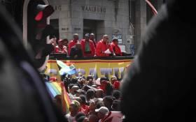FILE: Cosatu Western Cape regional secretary Tony Ehrenreich speaks to hundreds of Cosatu supporters outside of the Western Cape Legislature. Picture: Cindy Archillies/EWN