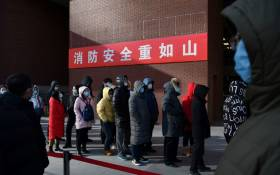 FILE: People line up to be tested for the COVID-19 coronavirus outside a hospital in Beijing, China, on 5 January 2021. Picture: AFP