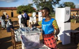A woman casts her vote at CCAP Primary School polling station during the Malawi Tripartite general elections in Mzuzu, on 21 May 2019. Picture: AFP.