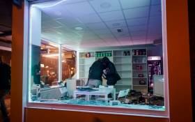 People loot a shop during clashes between police and a large group of young people on Beijerlandselaan in Rotterdam, on 25 January, 2021. Picture: Marco de Swart/AFP.