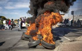 Alexandra protesters burn tyres in Alexandra Township neighbouring Sandton as they march to the richest square mile in Africa, protesting for better service delivery. Picture: Thomas Holder/EWN