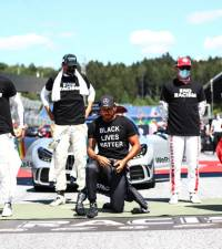 Raikkonen says 'crazy' to question refusal to take knee