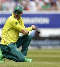 Du Plessis' hard exterior cracks as Proteas plummet