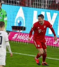 Lewandowski drops hint on future as Bayern head to bottom side Fuerth