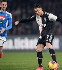 Napoli stun Juve on Sarri's return, Ronaldo scores again