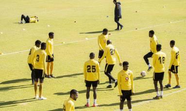 Desperate Chiefs, successful Sundowns eye South African title