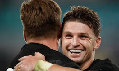 New Zealand thrash Ireland 46-14 to set up England semi-final