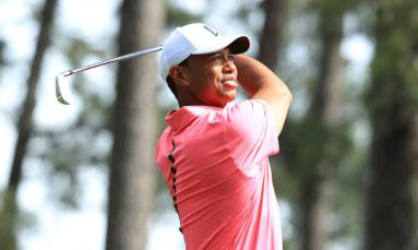 Woods plays final round at Torrey Pines unaware of friend Bryant's death