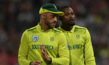Andile Phehlukwayo strikes for Proteas as Sri Lanka struggle