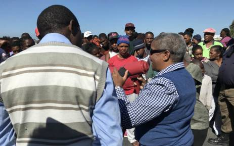 Ward Councillor Gerry Gordon addresses protesting Vrygrond residents on 17 April 2018. Picture: Cindy Achilles/EWN