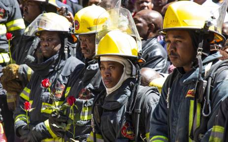 Members of the Johannesburg Emergency Services, metro police, paramedics and various private and public sector security companies gathered at the Bank of Lisbon building to honour the lives of three fighters who died while battling a blaze in the city centre.  Picture: Christa Eybers/EWN