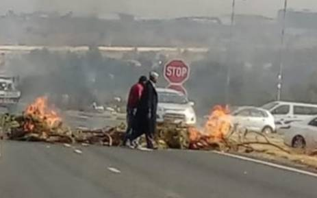 Burning tyres could be seen on Allandale Road in Midrand. Picture: @GTP_Traffstats/twitter.