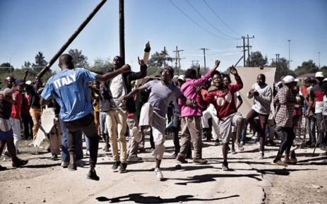 Residents of Seweding near Mahikeng call for the removal of North West Premier Supra Mahumapelo on 20 April 2018. Picture: Ihsaan Haffejee/EWN