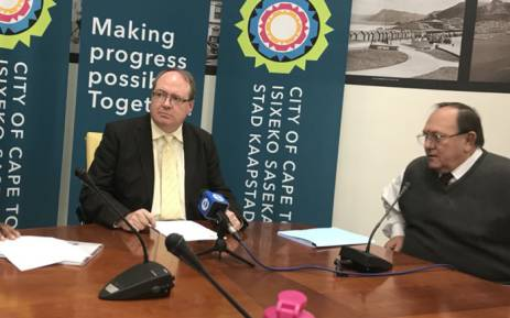 Cape Town's acting executive mayor Ian Neilson (left) addressing the media after the DA's decision to rescind Patricia de Lille's membership. Picture: Monique Mortlock/EWN