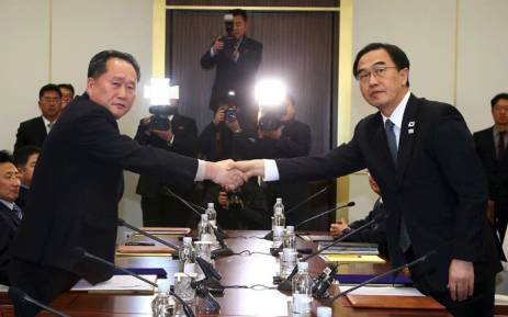 South Korea's Unification Minister Cho Myung-Gyun (R) shakes hands with North Korean chief delegate Ri Son-Gwon as they exchange joint statements during their meeting at the border truce village of Panmunjom in the Demilitarized Zone (DMZ) dividing the two Koreas on 9 January 2018. Picture: AFP.