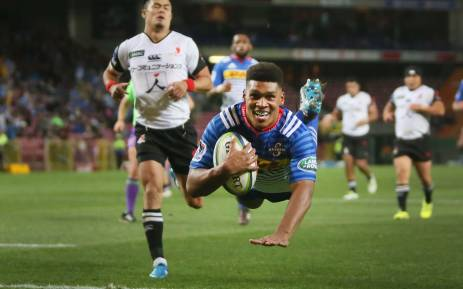 Stormers flyhalf Damian Willemse dives over to score a try during the Stormers Super Rugby match at Newlands. Picture: Bertram Malgas/EWN