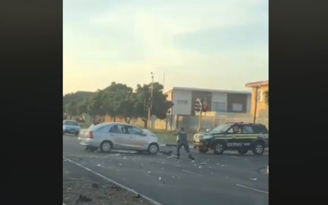 A screengrab shows a police officer at the scene of the hijacking in Goodwood, Cape Town. Seven people were injured after the incident. Picture: facebook.com