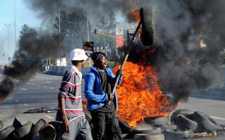 Community members say they are planning to block Beyers Naude Road because they feel no one is listening to them. Picture: @_ArriveAlive.