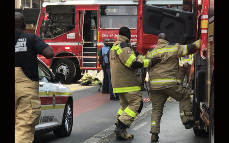 Fire trucks and firefighters arrive in the Johannesburg CBD to extinguish a fire. Picture: Christa Eybers/EWN